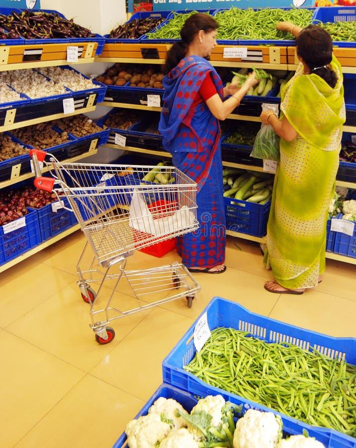 Cadena de venta al por menor de la fruta, del vehículo y de la tienda de comestibles foto de archivo libre de regalías