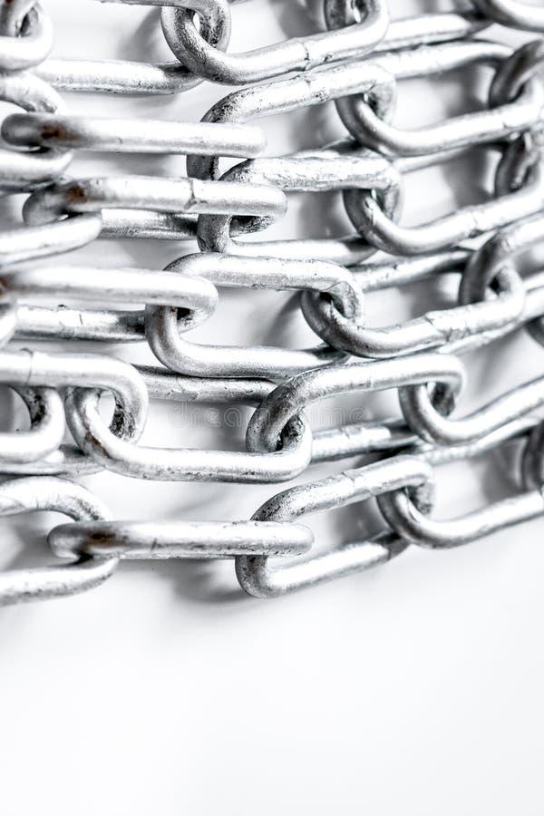 Cadena del metal de la protección de datos del concepto en el fondo blanco imágenes de archivo libres de regalías