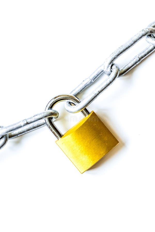 Cadena del metal de la protección de datos del concepto en el fondo blanco fotografía de archivo