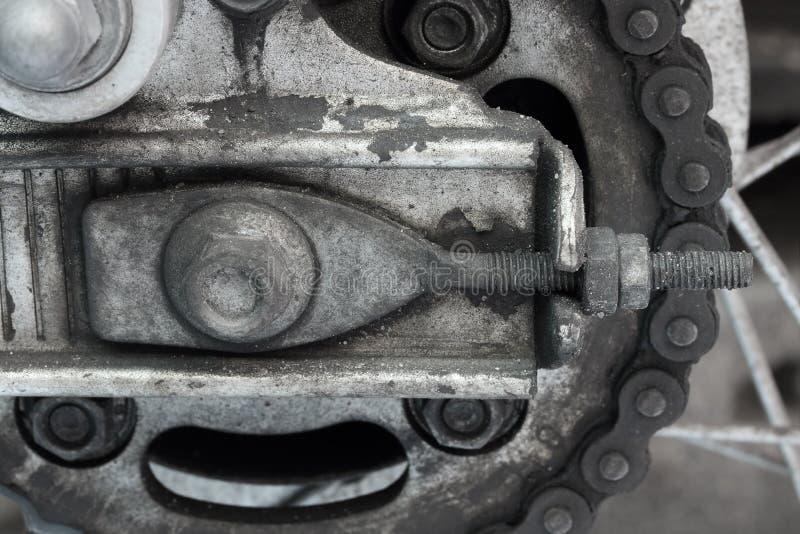Cadena sucia vieja de la motocicleta fotografía de archivo