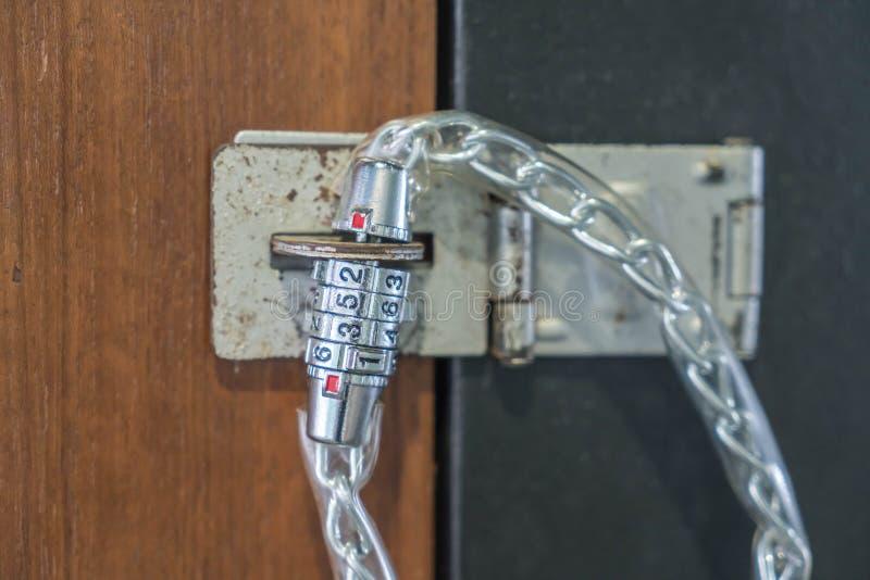 cadenas avec le code photographie stock libre de droits