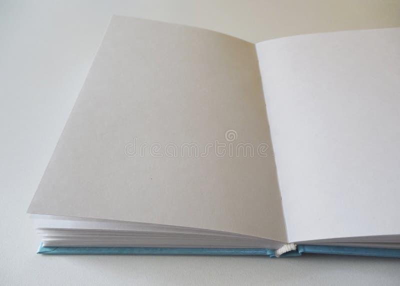 Caderno aberto Livro com folhas vazias Bloco de desenho para tirar foto de stock
