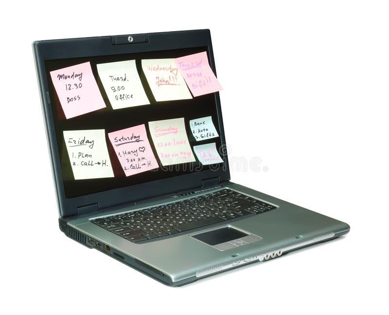 Caderno com notas coloridas no monitor imagens de stock