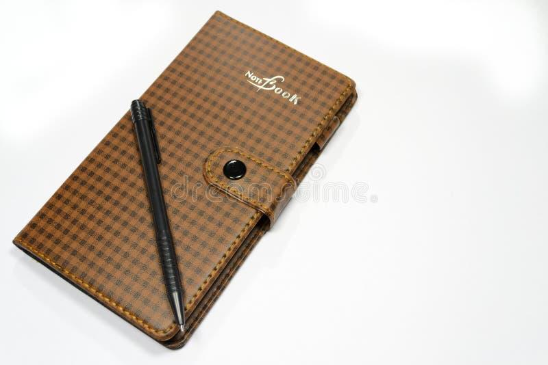 Caderno com pena imagem de stock royalty free