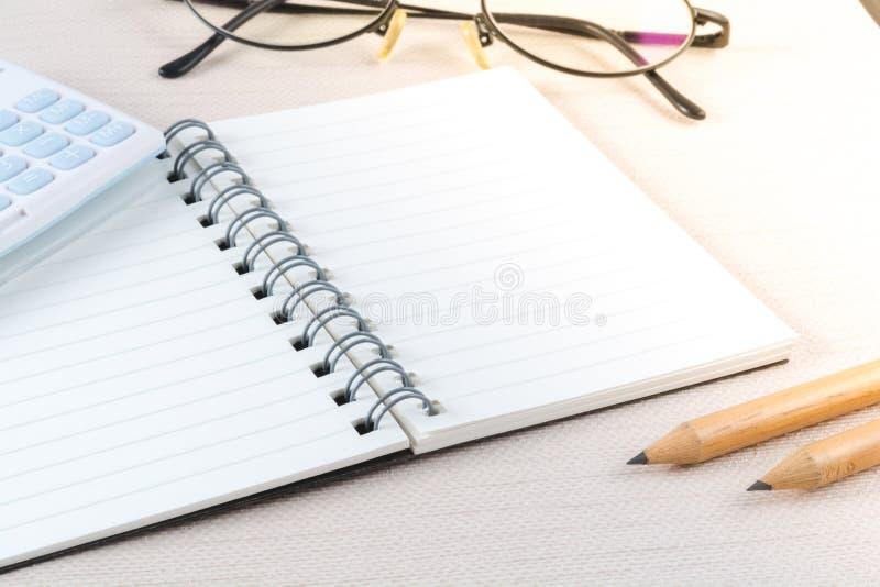 Caderno da página vazia no conceito do negócio foto de stock