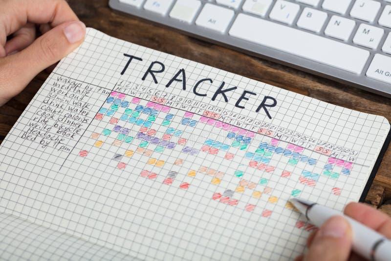 Caderno de Person Drawing Tracker Chart On fotos de stock royalty free