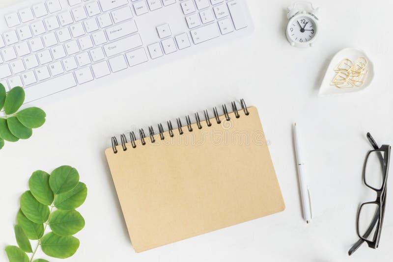 Caderno do modelo com folhas verdes fotografia de stock