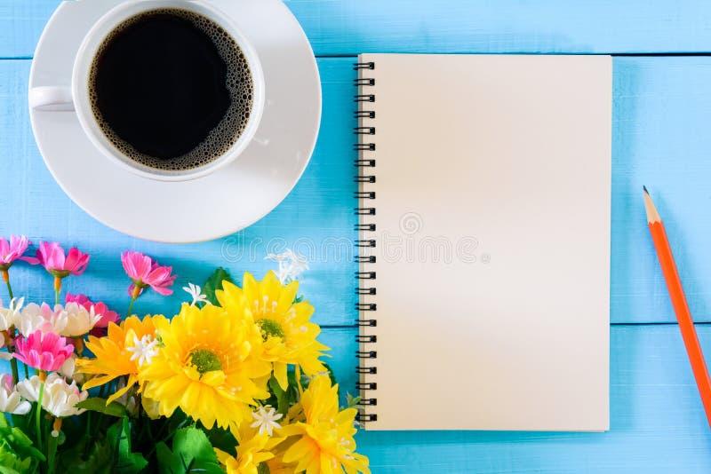 caderno e café do bom dia foto de stock royalty free