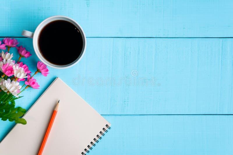 caderno e café do bom dia imagem de stock