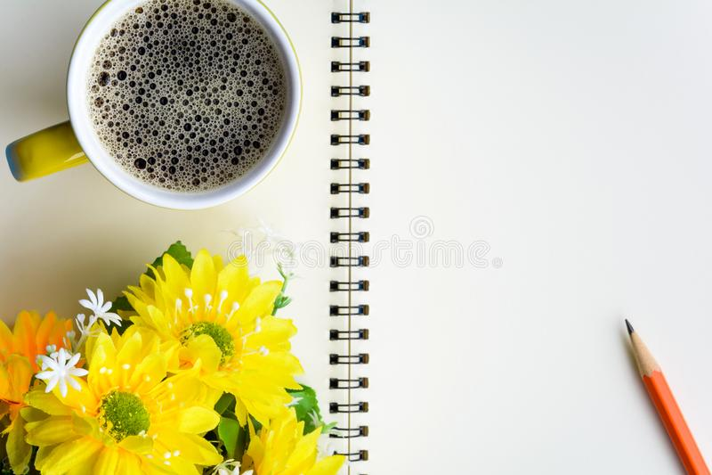 caderno e café do bom dia imagens de stock royalty free