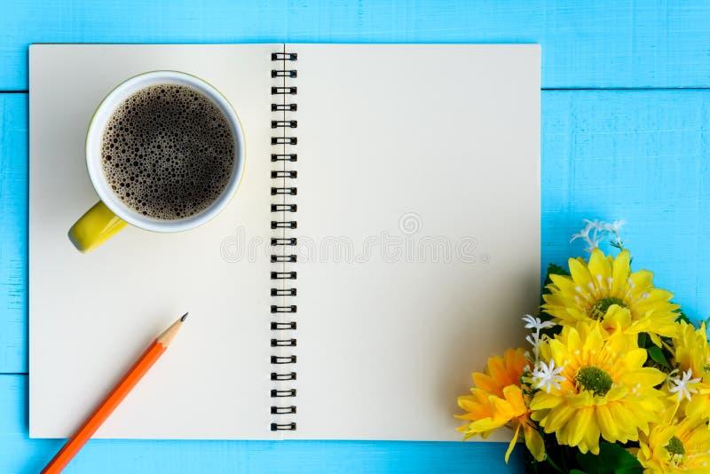 caderno e café do bom dia imagem de stock royalty free