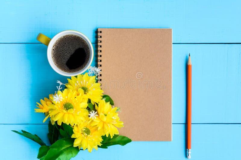 caderno e café do bom dia fotos de stock