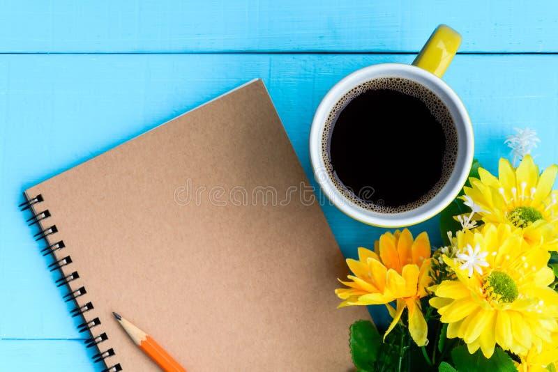 caderno e café do bom dia imagens de stock