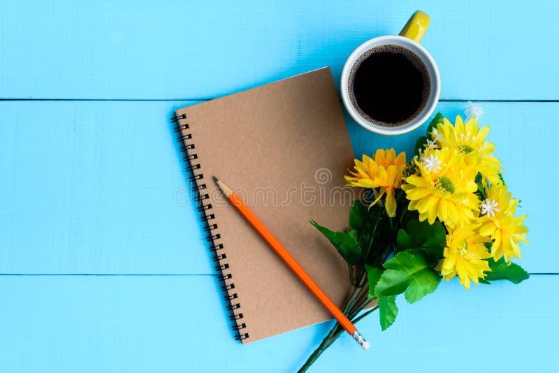 caderno e café do bom dia fotos de stock royalty free