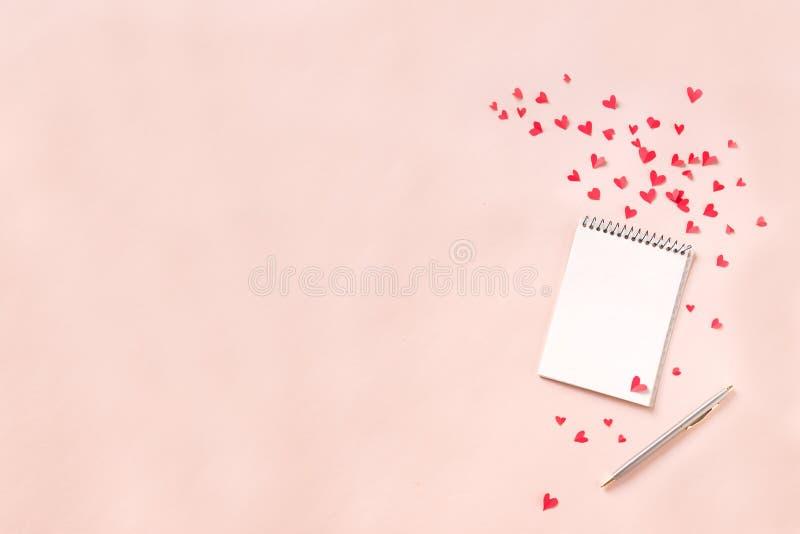 caderno e corações fotos de stock royalty free