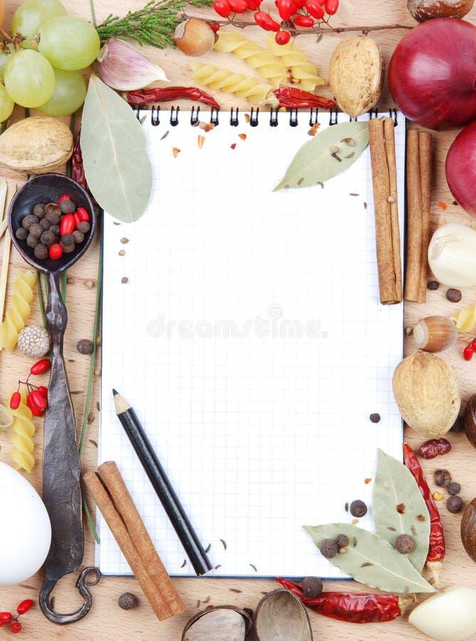 Caderno para receitas e especiarias foto de stock