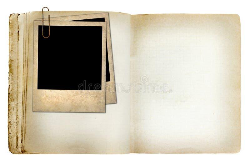 Caderno revelado velho com foto velha imagens de stock