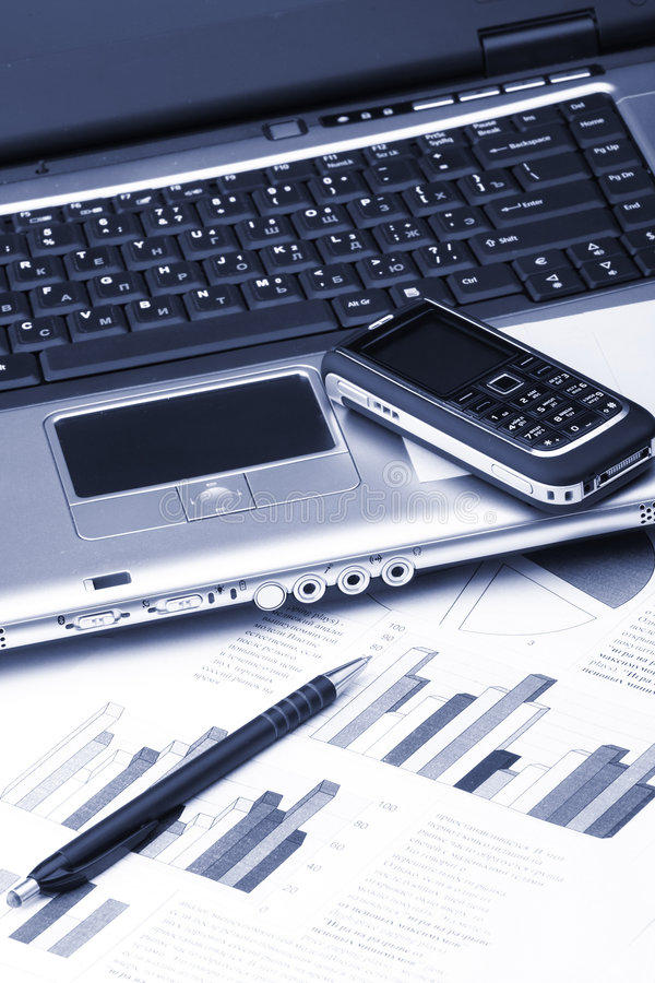 Caderno, telefone, tecnologia do negócio fotografia de stock royalty free