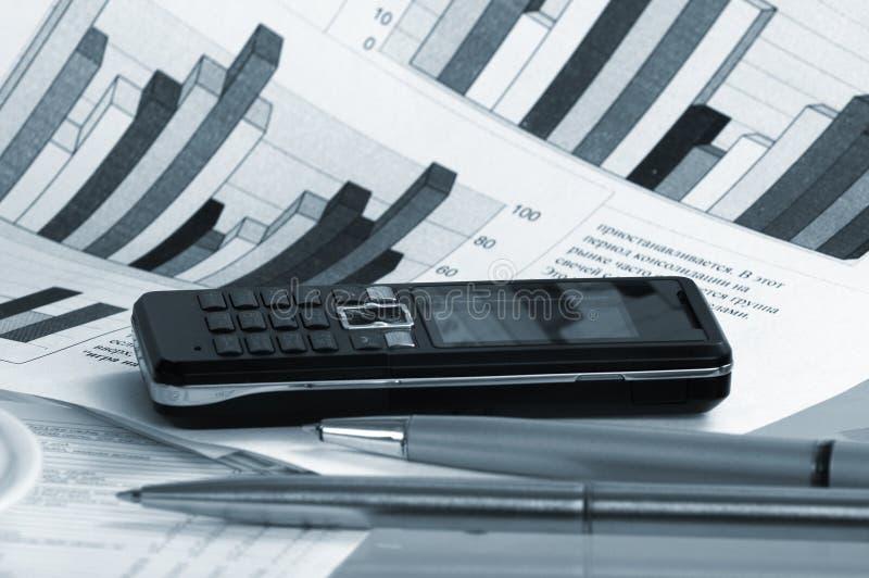 Caderno, telefone, tecnologia do negócio fotografia de stock