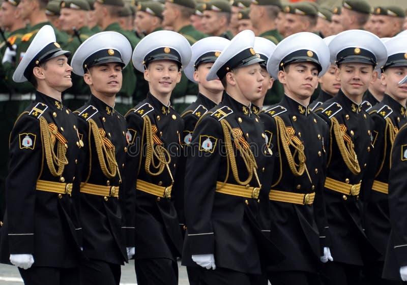Cadete do corpo militar do cadete naval de Kronstadt durante a parada no quadrado vermelho em honra do dia da vit?ria imagem de stock royalty free
