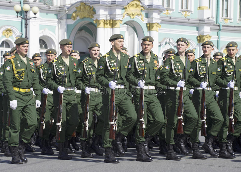 Cadete no ensaio da parada em honra do dia da vitória St Petersburg fotos de stock royalty free