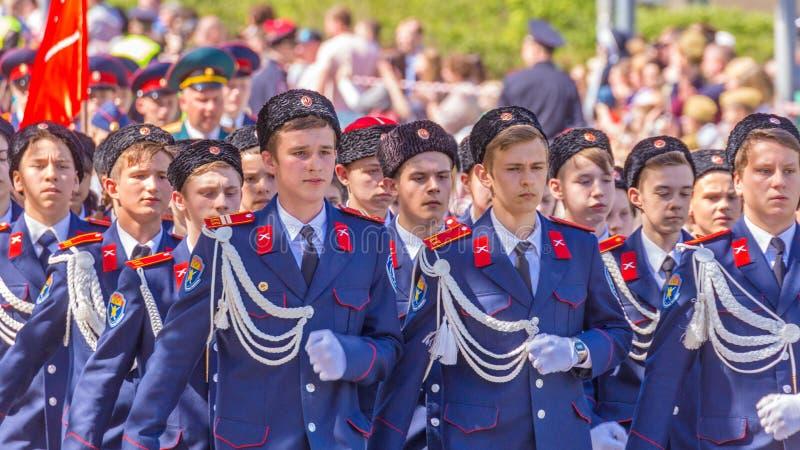 Cadetes de las tropas cosacas de Volga en el desfile imagen de archivo