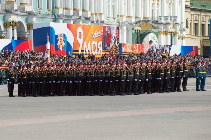 Cadets de l'école militaire de Suvorov dans les rangs sur la répétition de défilé en l'honneur de Victory Day photographie stock libre de droits