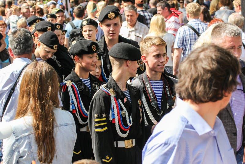 Cadets de mer dans une foule images libres de droits