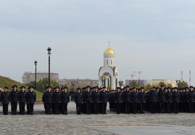 Cadets de police sur la colline Moscou de Poklonnaya image stock