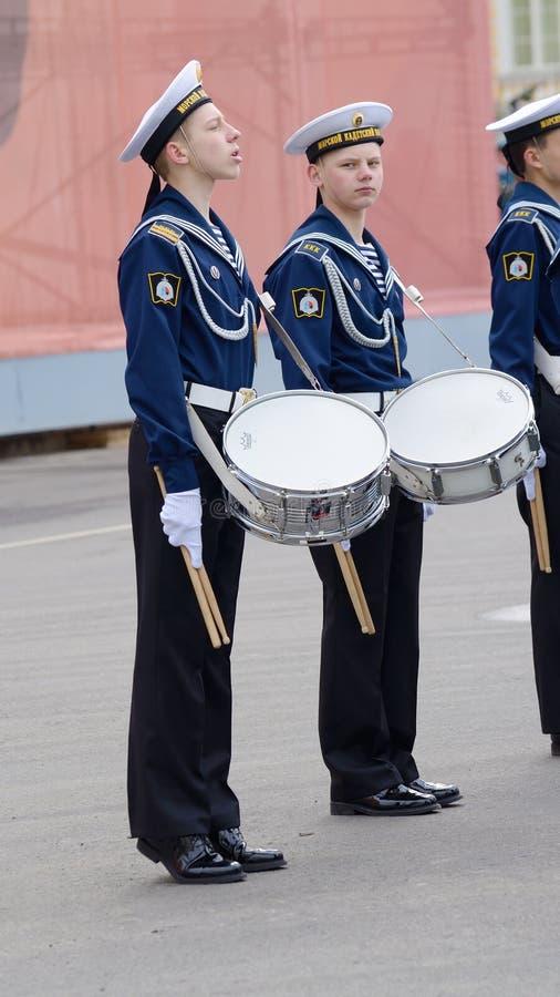 Cadets préparant pour le défilé image stock