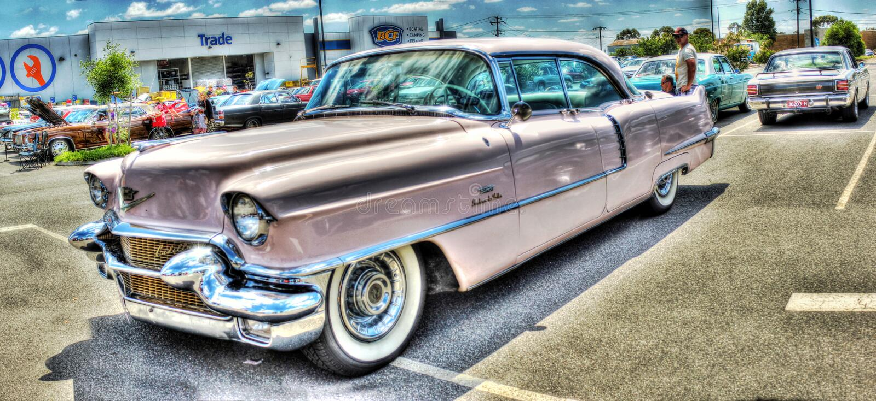 Cadillac cor-de-rosa pintado costume imagens de stock