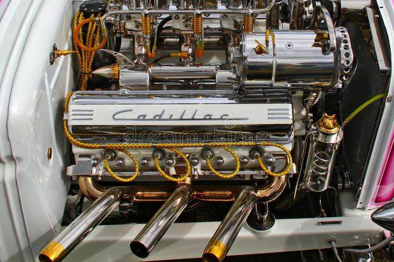 Cadillac cromado v8 foto de stock royalty free