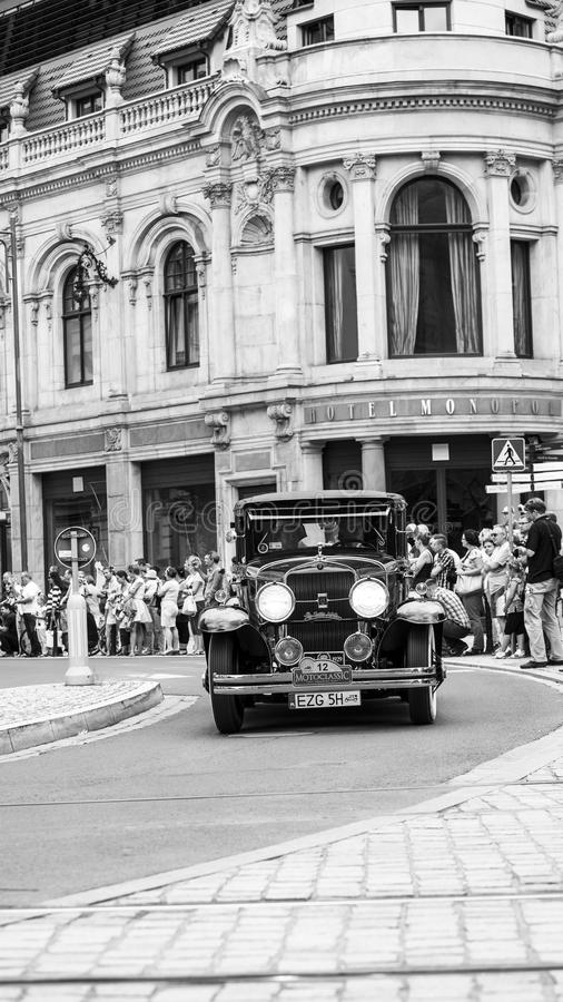 Cadillac Lasalle sur l'exposition de Motoclassic en noir et blanc à Wroclaw image stock