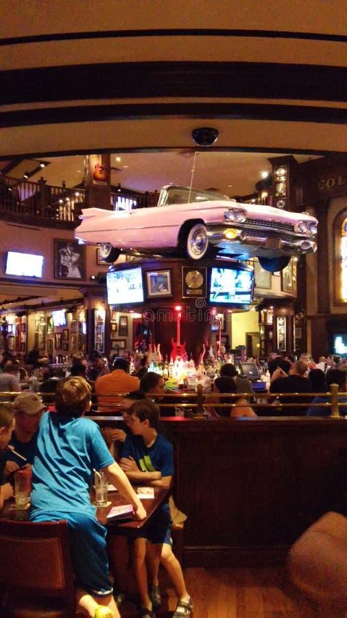 Cadillac rosado imagen de archivo