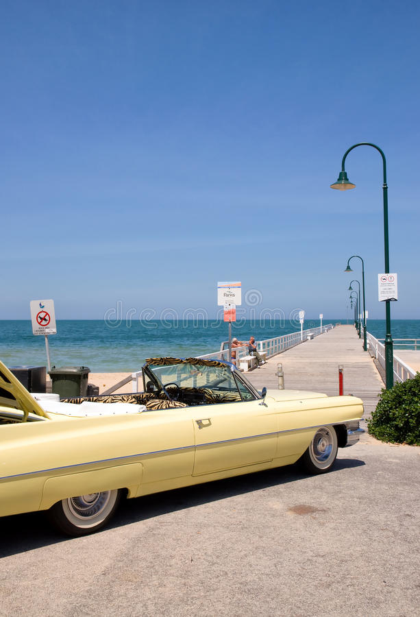 Cadillac sulla spiaggia fotografia stock