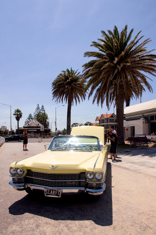 Cadillac sulla spiaggia fotografia stock libera da diritti
