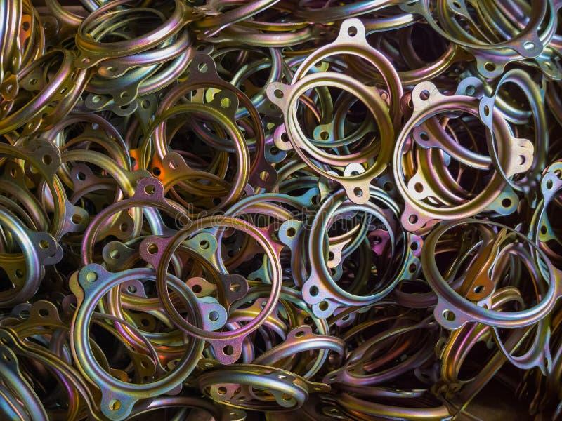 Cadmuim con il rivestimento protettivo giallo di chromatization ha timbrato le parti d'acciaio immagini stock