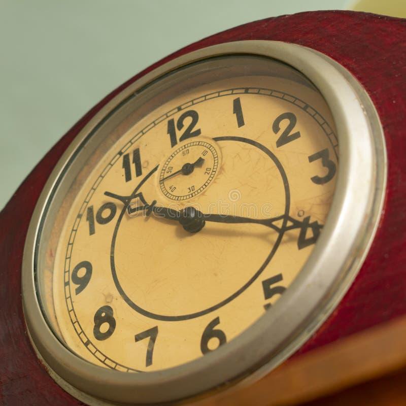 Cadran avec des flèches de vieille horloge mécanique, photographie stock libre de droits