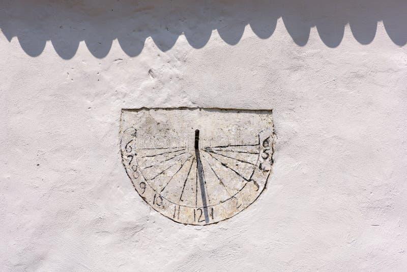 Cadran solaire antique - la Transylvanie Roumanie Cadran solaire antique - la Transylvanie Roumanie photos libres de droits
