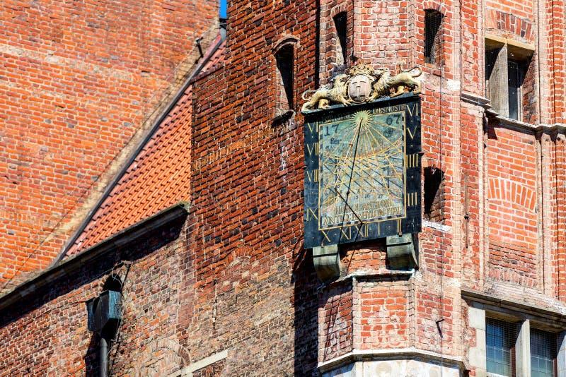 Cadran solaire d'Anciet sur le bâtiment de l'hôtel de ville à Danzig, Pologne images libres de droits