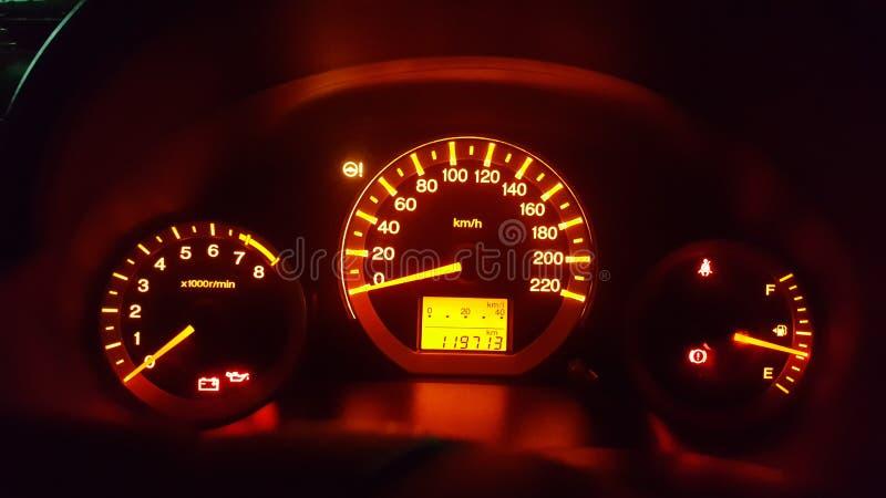 Cadrans de tableau de bord de voiture avec les mètres lumineux images libres de droits