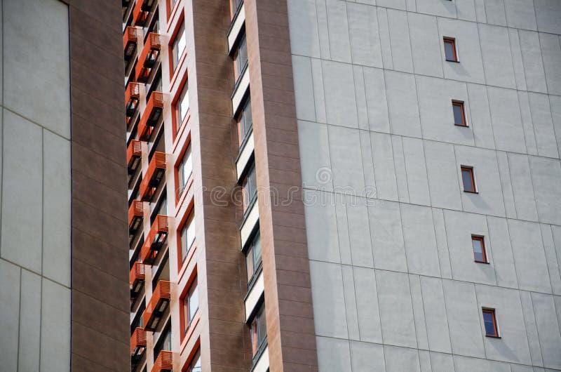 Cadre architectural de la façade du bâtiment avec éléments décoratifs photos stock