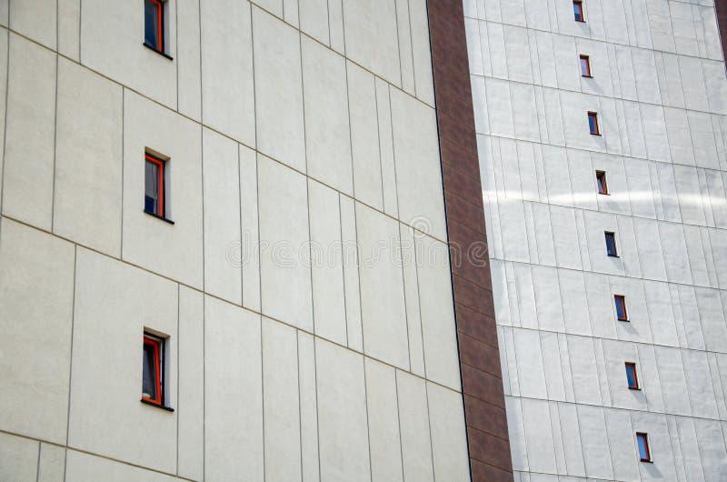 Cadre architectural de la façade du bâtiment avec éléments décoratifs images stock