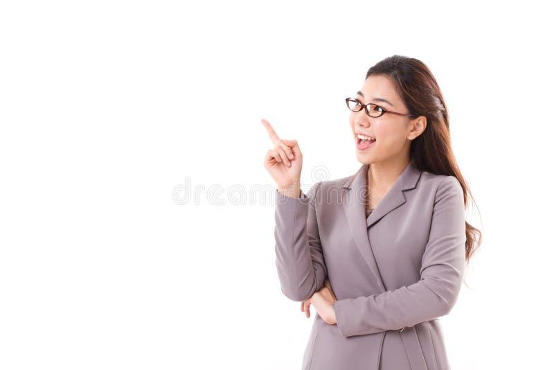 Cadre commercial féminin heureux, femme d'affaires se dirigeant  photo libre de droits