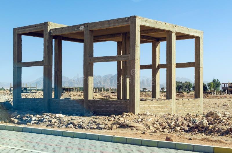 Cadre concret renforcé d'un bâtiment non fini image stock