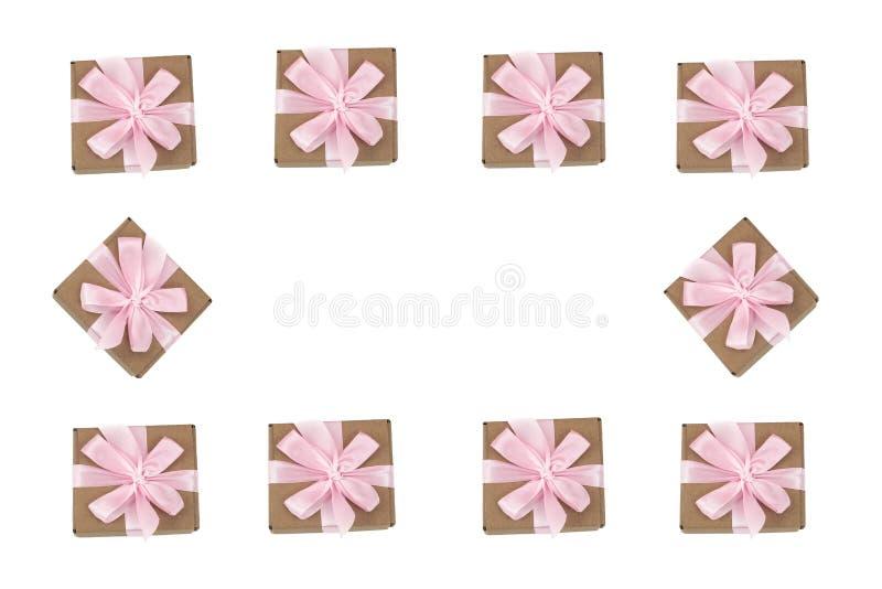 Cadre décoratif des boîte-cadeau sur le fond blanc illustration stock
