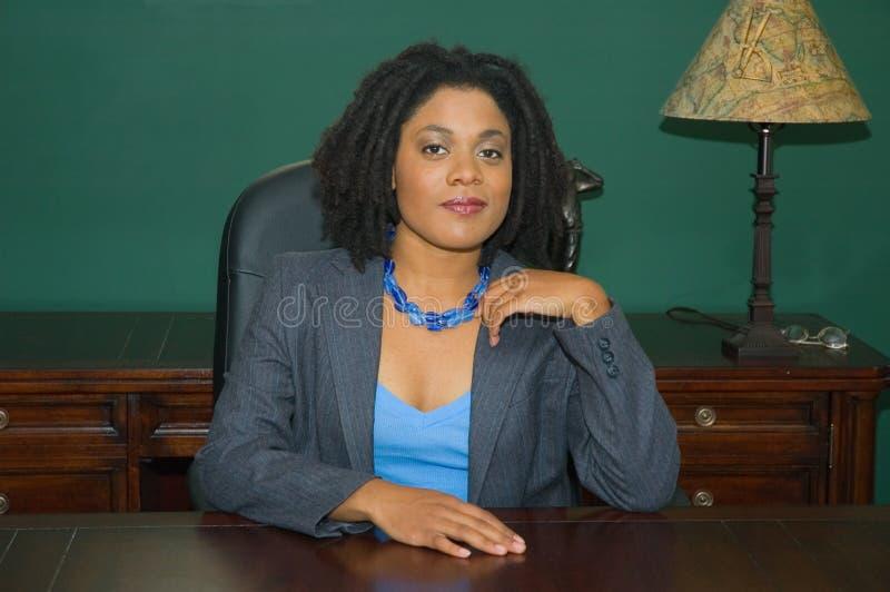 Cadre d'affaires féminin confiant image libre de droits