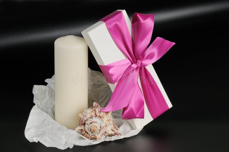 Cadre de cadeau avec la bande. photos stock