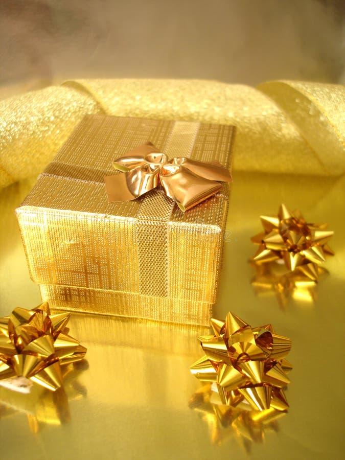 Cadre de cadeau d'or photo libre de droits
