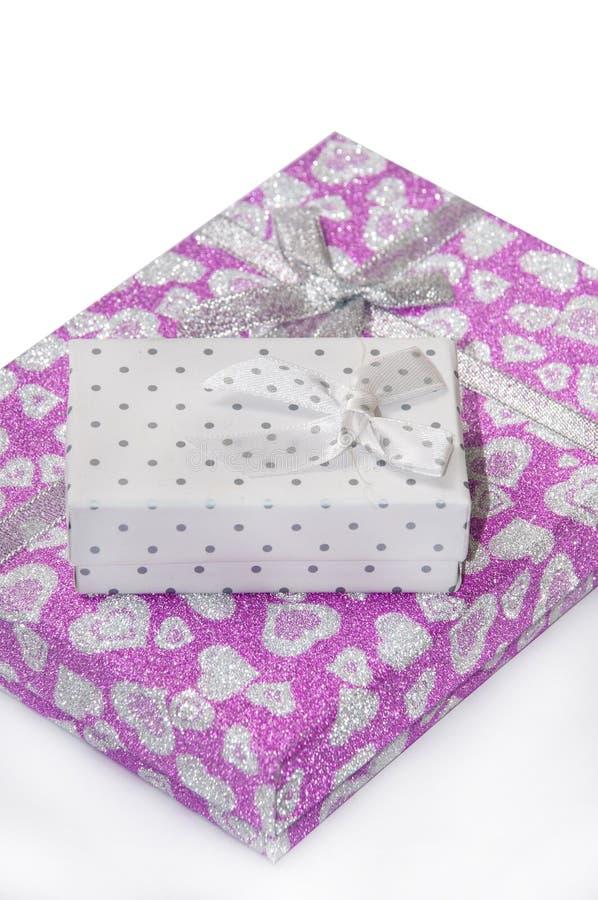 Cadre de cadeau rose avec la proue images libres de droits